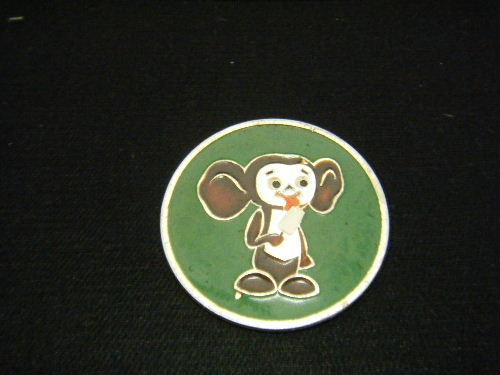 棒アイスを食べるチェブラーシカ ピンバッチ